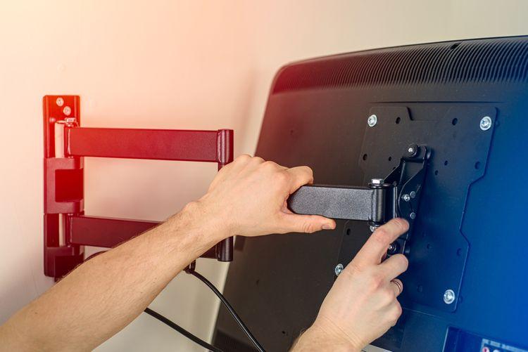 Kloubový TV držák na zeď
