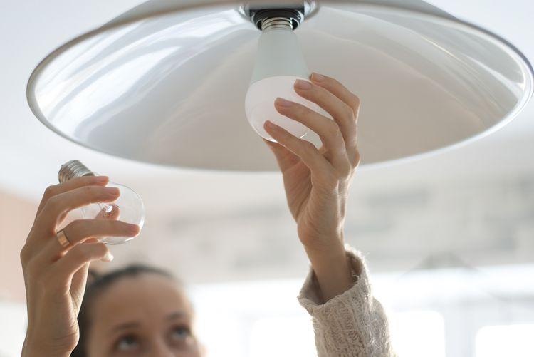 Úsporné osvětlení nevytváří tolik tepla jako klasické žárovky