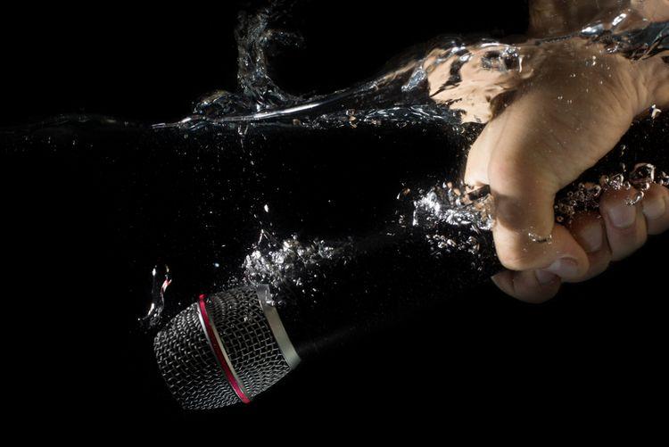 Voděodolný piezoelektrický mikrofon