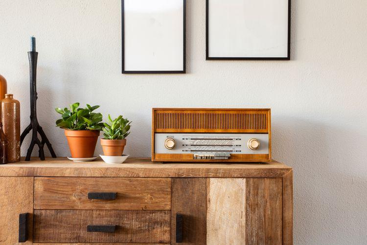 Retro rádio v obývacím pokoji