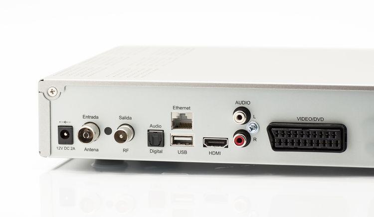 Konektory set-top boxu