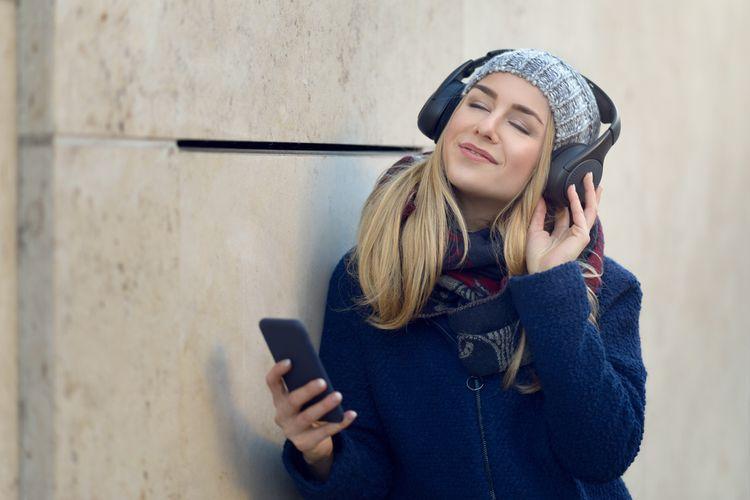 Bezdrátové sluchátka přes uši