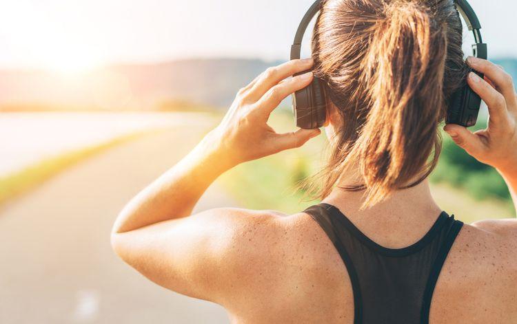 Bezdrátová sluchátka přes hlavu na sport