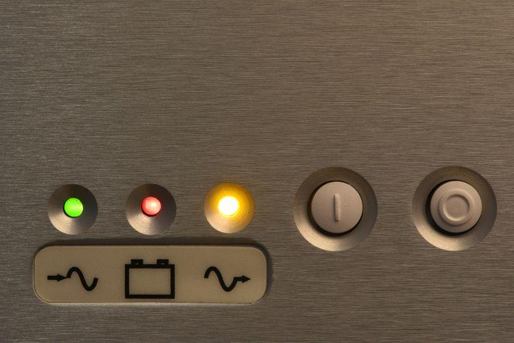 Ovládání a LED kontrolky záložního zdroje