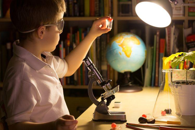 Biologický mikroskop s 1 objektivem