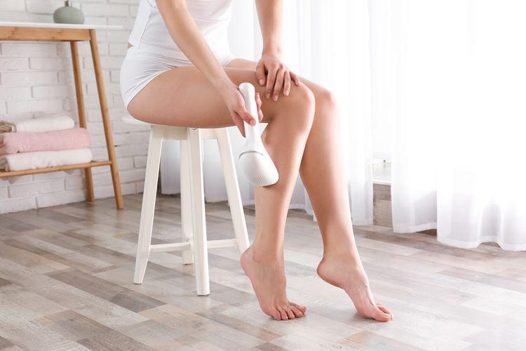 Epilace nohou pomocí IPL epilátoru