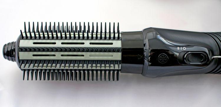 Horkovzdušný kartáč na vlasy