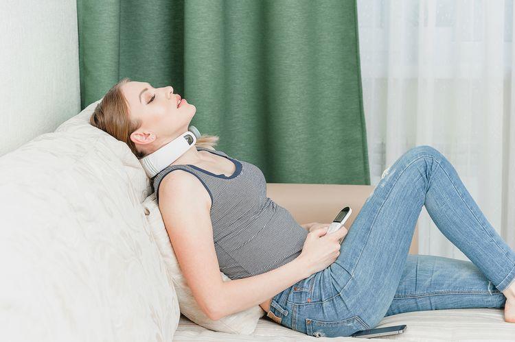 Masážní přístroj na krk