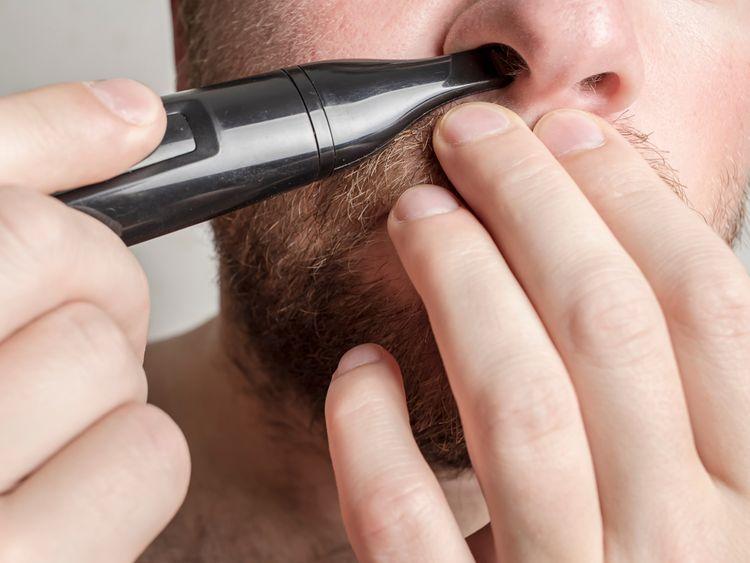 Použití zastřihovače nosních chloupků