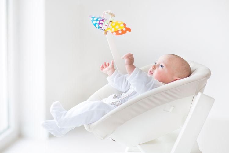 Dřevěné dětské lehátko v bílé barvě