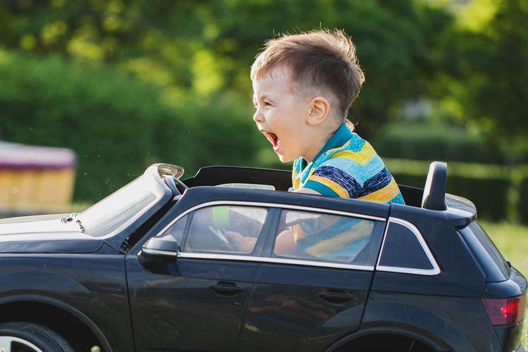 Jízda v elektrickém autíčku pro děti