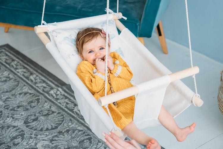 Látková houpačka pro miminka vhodná do bytu