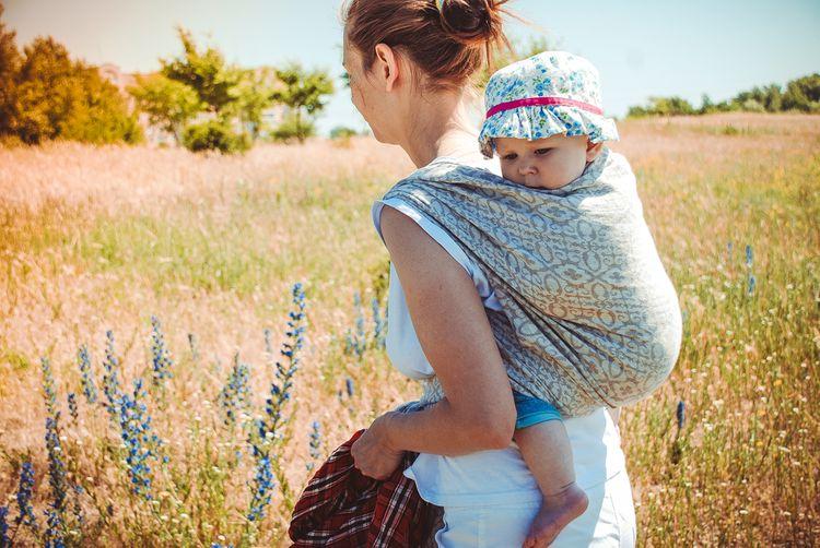 Šátek s univerzální velikostí na nošení dětí