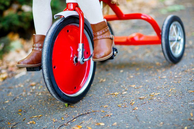 Červená retro tříkolka