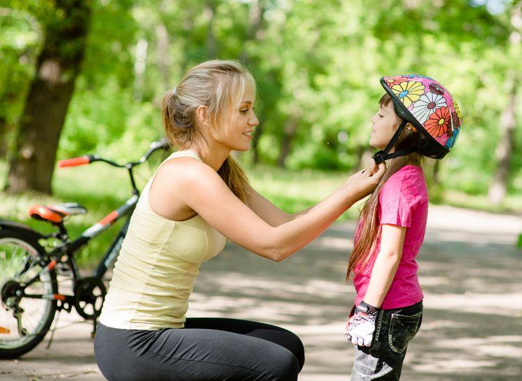 Květinová cyklistická přilba pro dítě