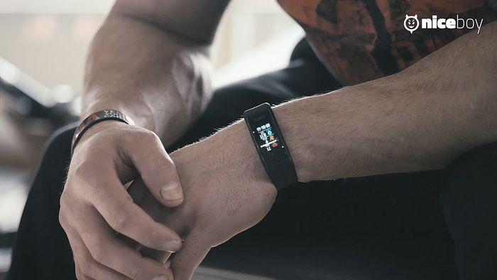 Fitness náramek Niceboy X-Fit GPS nemá dobrou výdrž