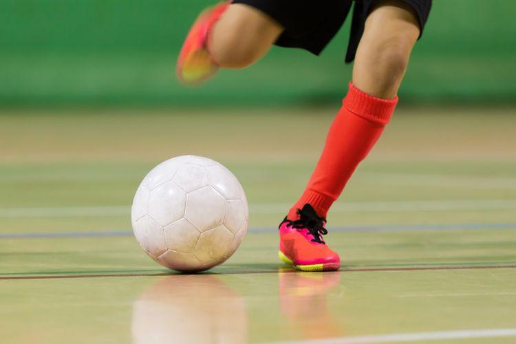 Bílý futsalový míč