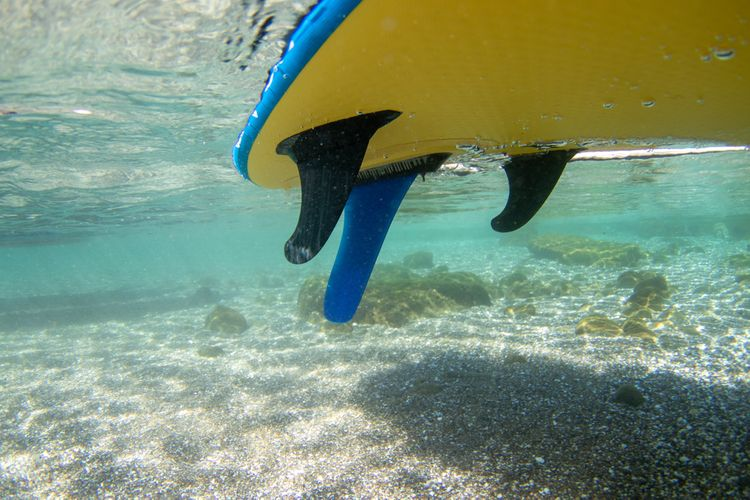 Rozmístění ploutví na paddleboardu
