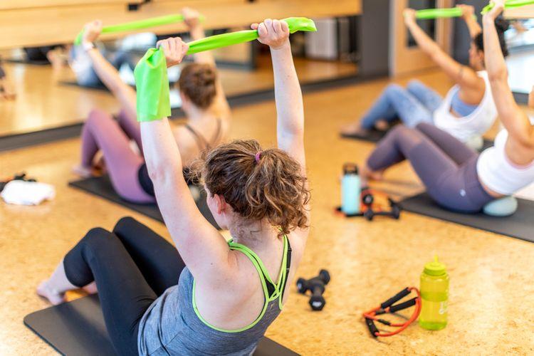 Pilates cvičení s odporovou gumou