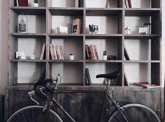 Silniční kolo v bytě