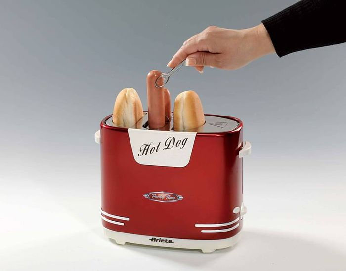 Příprava hotdogů v hotdogovači Ariete 186