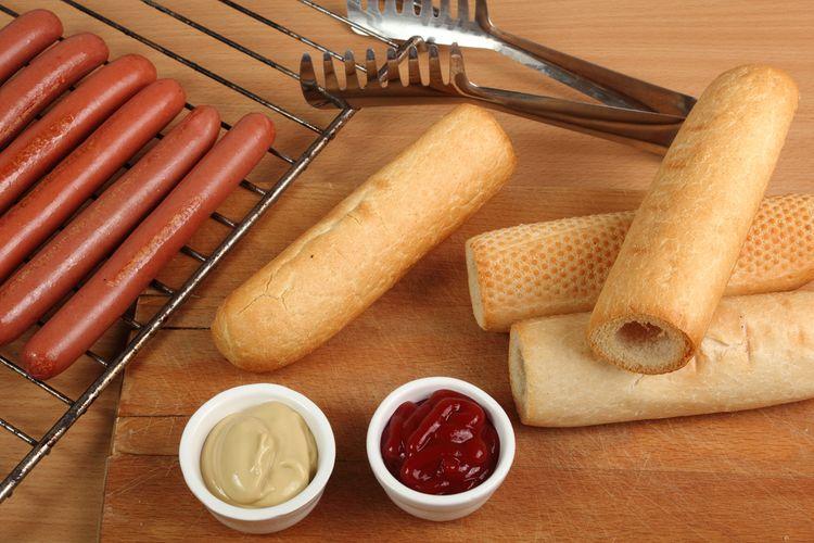 Příprava domácích hotdogů