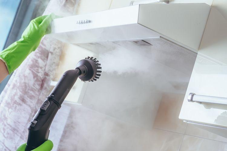 Čištění digestoře pomocí parního čističe