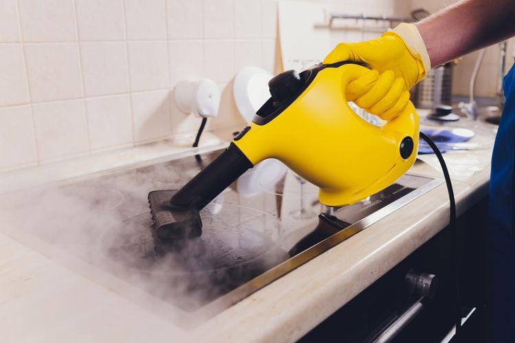 Parní čistič s odsáváním na podlahy, auto, čištění oken, kamene i matrací. Jak ho správně použít?