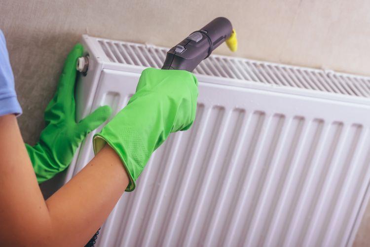 Čištění radiátoru pomocí parního čističe