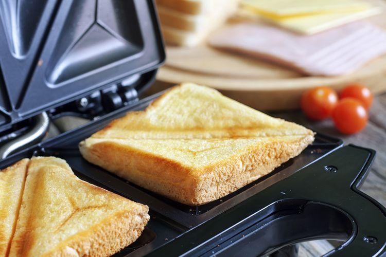 Jednoduchý sendvičovač pro přípravu 2 sendvičů