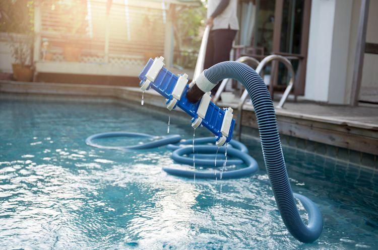 Ruční bazénový vysavač