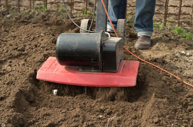 Elektrický kultivátor do menší zahrady