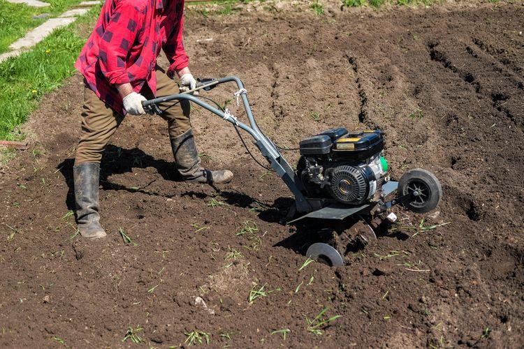 Střední benzínový kultivátor– práce v zahradě