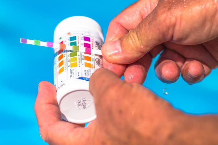 Měření pH vody v bazénu