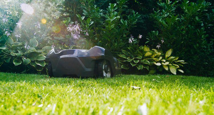 Sekání trávníku pomocí robotické sekačky