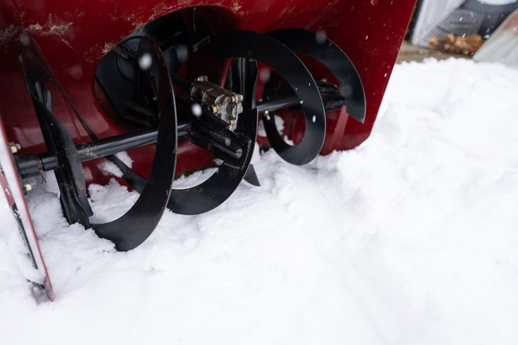 Sněhová fréza s kovovými lopatkami