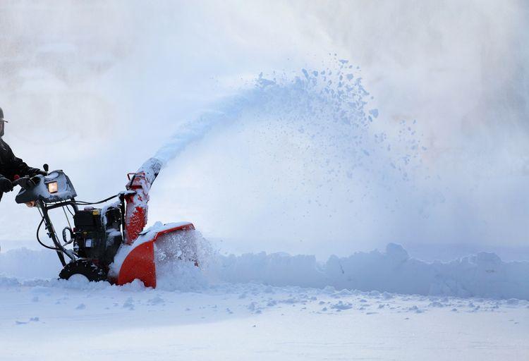 Sněhová fréza s vyhazovacím komínem