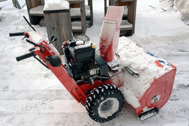 Benzínová sněhová fréza