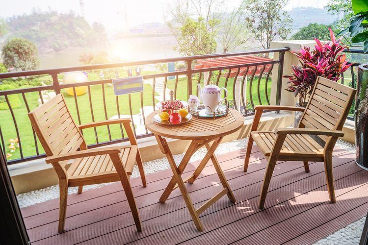 Dřevěný zahradní nábytek– stolek a židle
