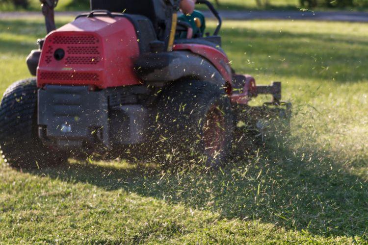 Zahradní traktor s mulčováním