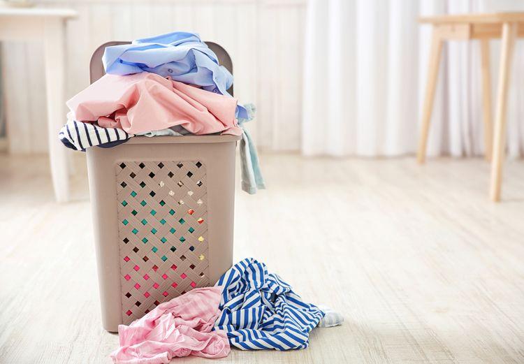 Plastový koš na špinavé prádlo