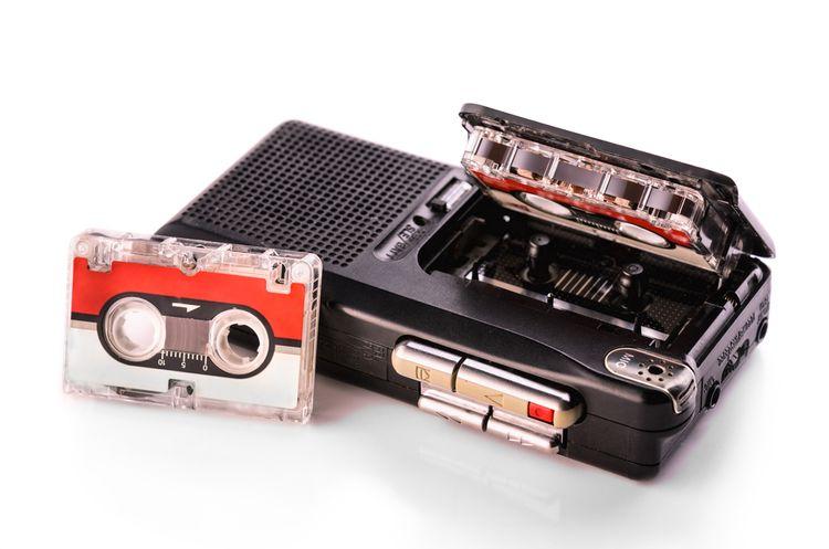 Analogový diktafon s páskou