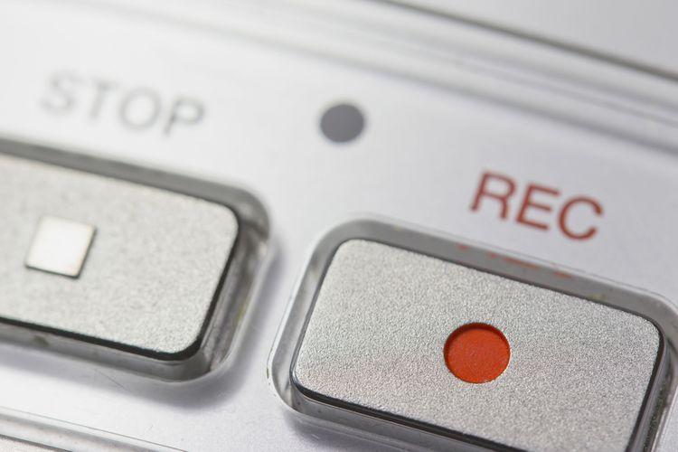 Tlačítko nahrávání na diktafonu