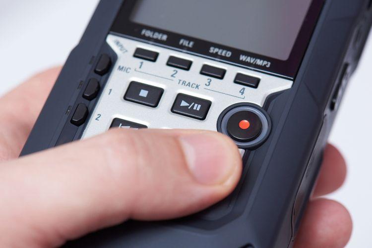 Tlačítkové ovládání diktafonu