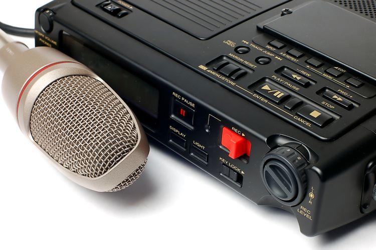 Diktafon s externím mikrofonem
