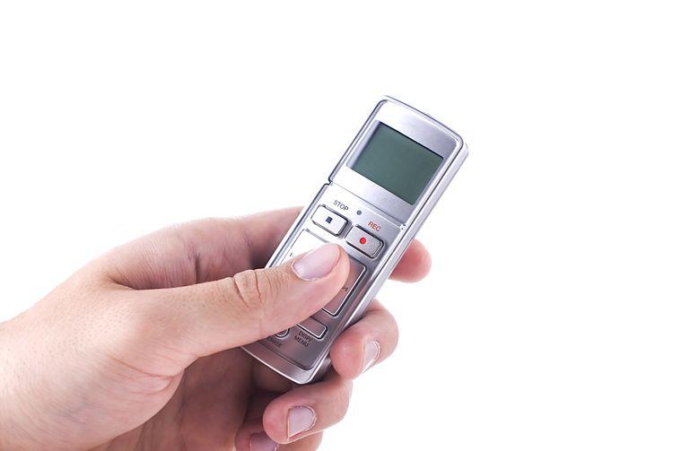 Stříbrný mini diktafon