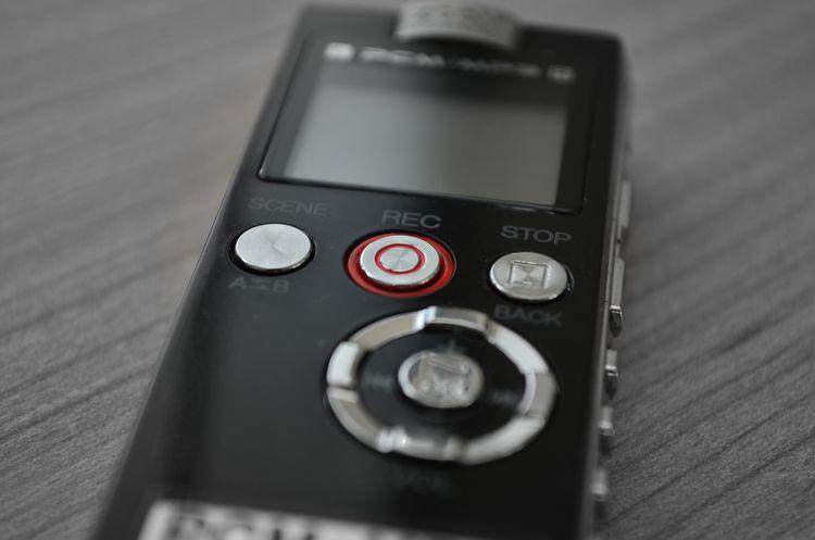 Profesionální černý diktafon na kartu