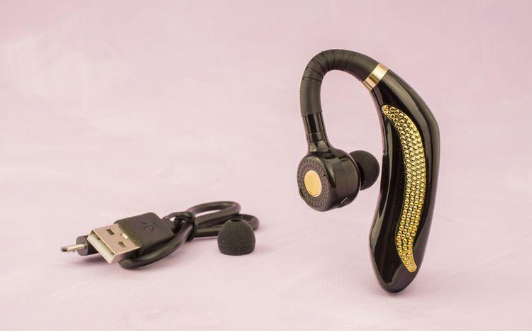 Handsfree s kabelem na nabíjení