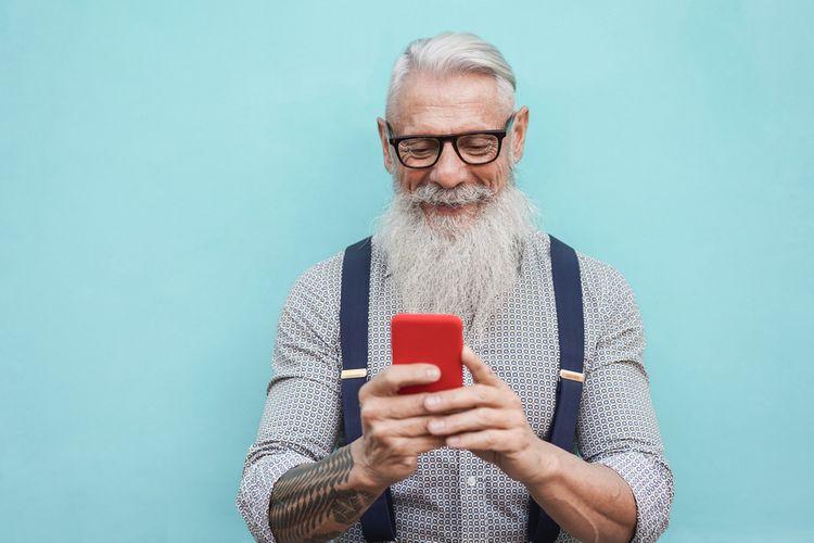 Dotykový mobilní telefon pro seniory