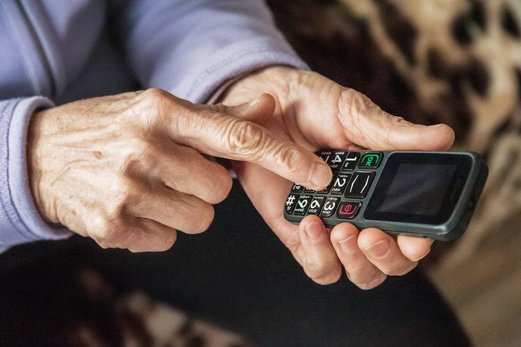 Nejlepší tlačítkový telefon pro seniory